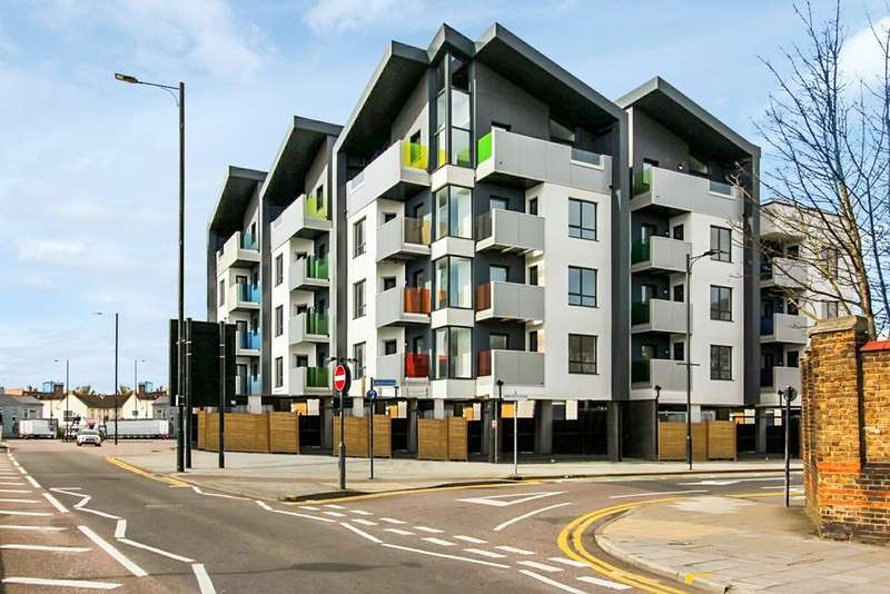 2 Bedrooms Property for rent in London Road , Southend On Sea SS1