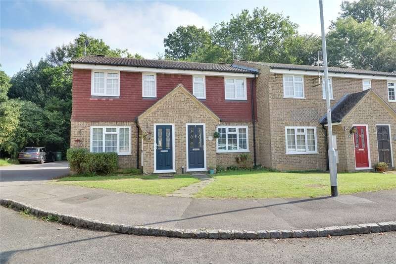 3 Bedrooms Terraced House for sale in Hungerford Close, Sandhurst, Berkshire, GU47
