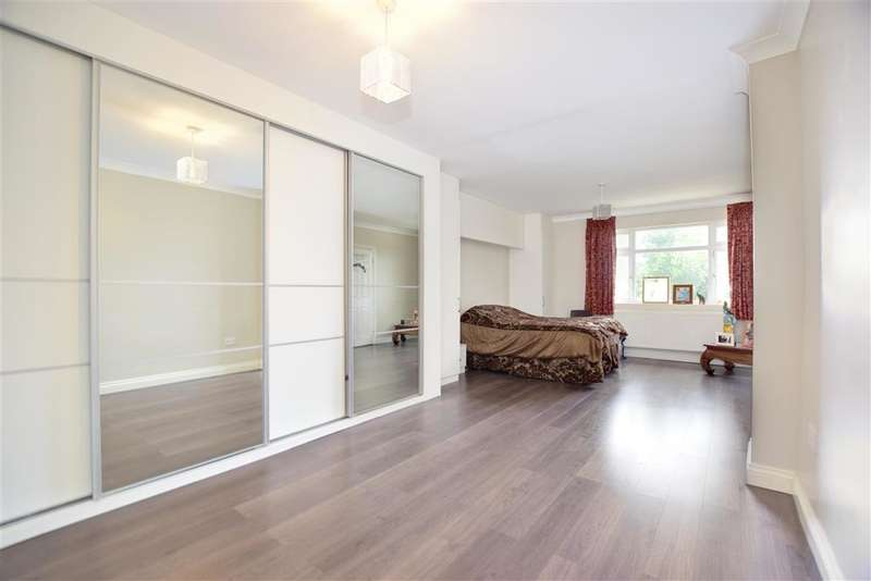 4 Bedrooms Semi Detached House for sale in Marlands Road, , Clayhall, Essex