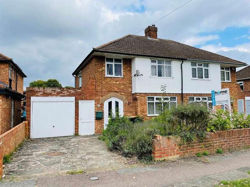 3 Bedrooms Semi Detached House for sale in Fairholme, Bedford, MK41 9DA