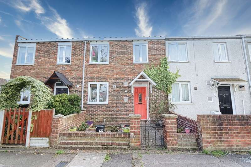 3 Bedrooms Terraced House for sale in Cypress Path, Romford, RM3