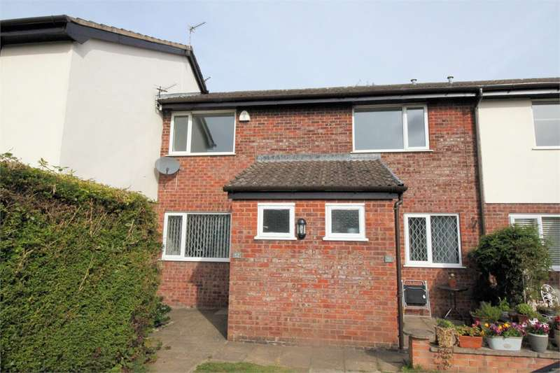 2 Bedrooms Flat for rent in 52 Badgers Walk East, Lytham, Lancashire, FY8 4BS