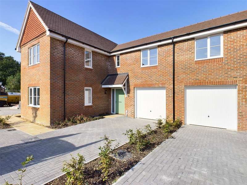 4 Bedrooms Semi Detached House for sale in Regis Manor Road, Burghfield Common, Reading, Berkshire, RG7