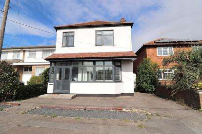 3 Bedrooms Detached House for sale in Rochford, Essex