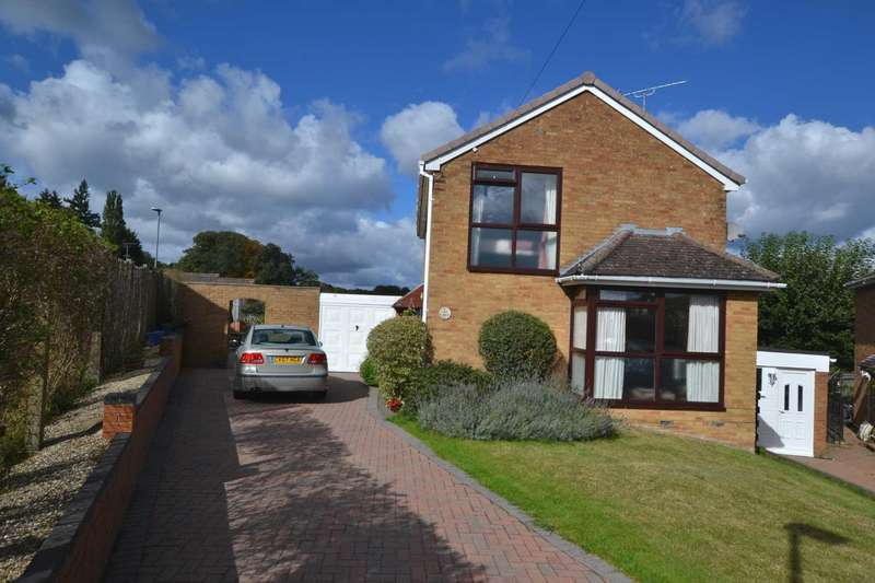 3 Bedrooms Detached House for sale in Wrenfield Drive, Caversham Heights