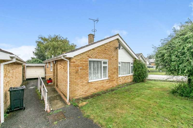 2 Bedrooms Bungalow for sale in Dugmore Avenue, Frinton-on-Sea, Essex, CO13