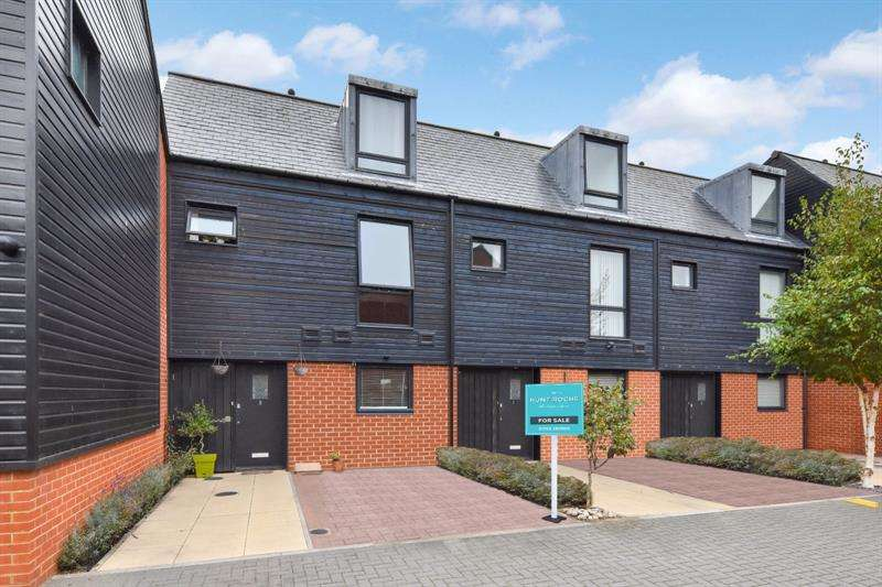 4 Bedrooms Terraced House for sale in Anchor Close, Shoeburyness, Essex, SS3