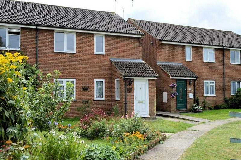 2 Bedrooms Maisonette Flat for rent in Weald Hall Lane, Thornwood Common
