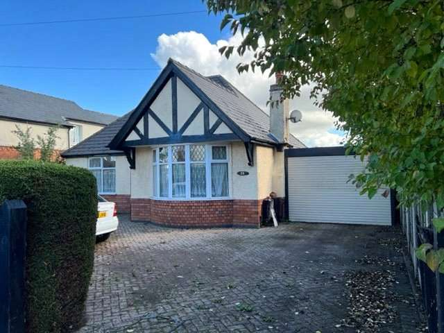 3 Bedrooms Property for sale in Hillview Road, Hucclecote, Gloucester GL3