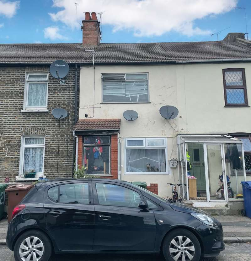 2 Bedrooms Terraced House for sale in 25 Manor Road, Grays, Essex, RM17 6EF