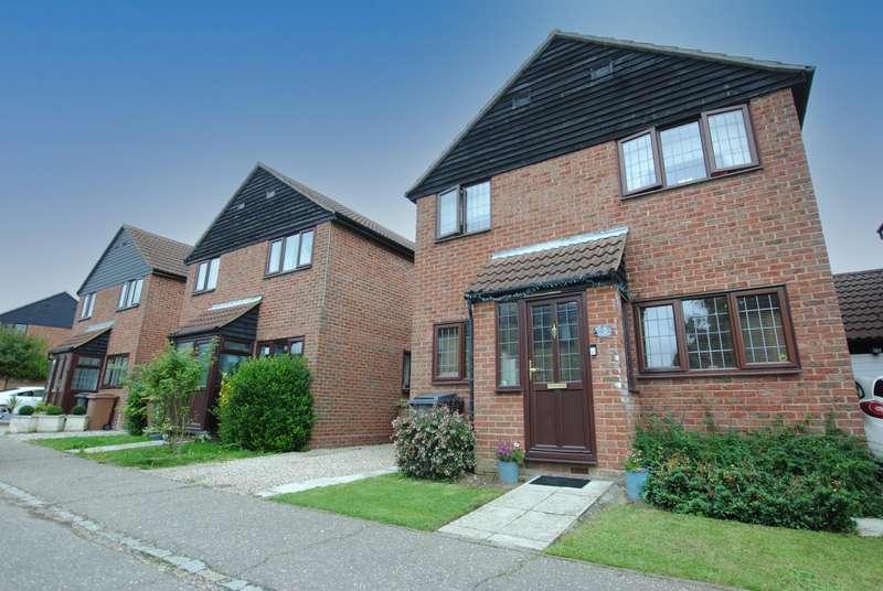 4 Bedrooms House for rent in Brockenhurst Way, Bicknacre, Chelmsford, CM3