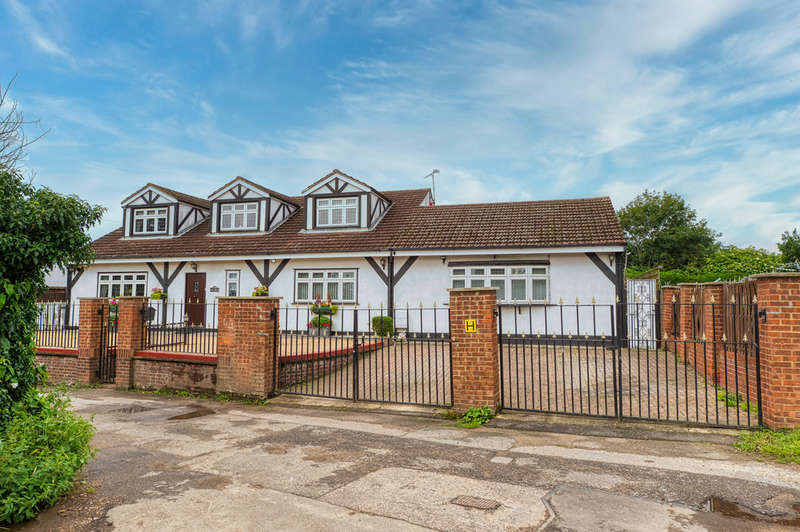 4 Bedrooms Detached House for sale in Sandy Lane, Chadwell St Mary