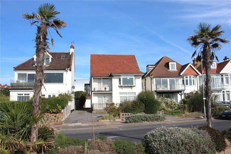 5 Bedrooms Detached House for sale in Thorpe Esplanade, Thorpe Bay, SS1