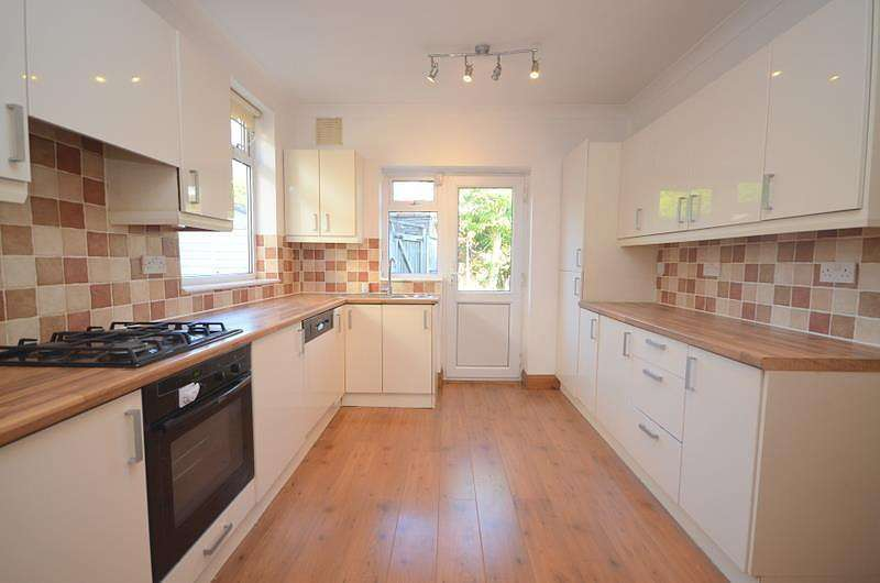 3 Bedrooms House for rent in Chelmer Road, Upminster, RM14
