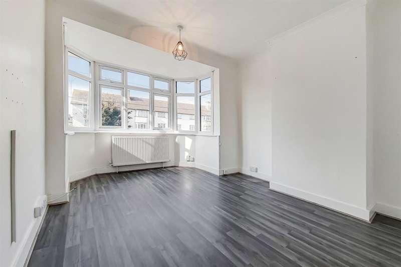 2 Bedrooms Maisonette Flat for rent in a Dagenham Road, Romford