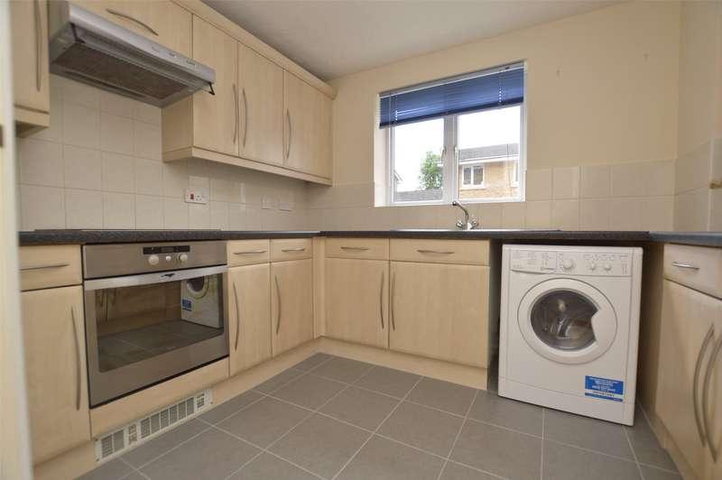 2 Bedrooms Flat for rent in Lloyd Close, Cheltenham, GL51