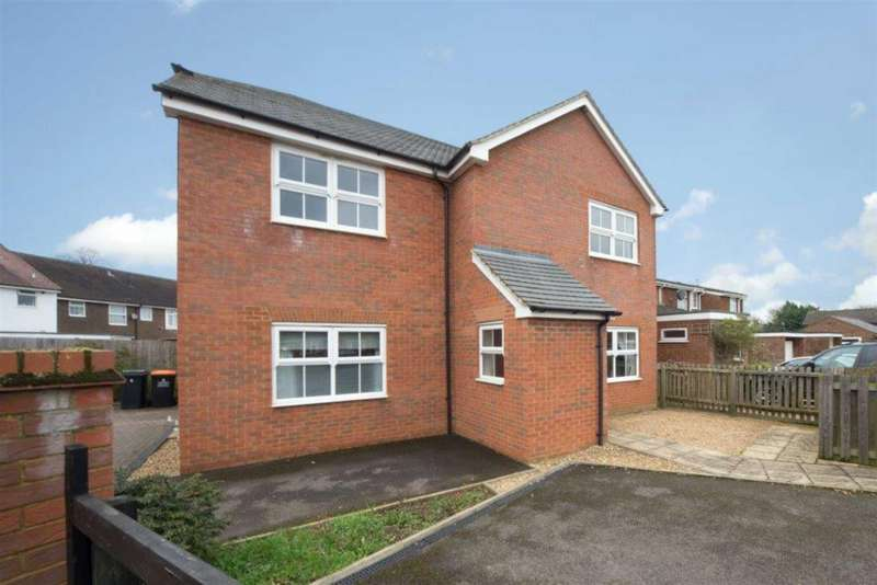 2 Bedrooms Flat for sale in Tattlers Knoll, Toddington