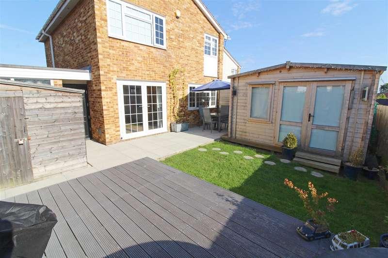 3 Bedrooms Link Detached House for sale in Redberry Close, Caversham Park Village, Reading