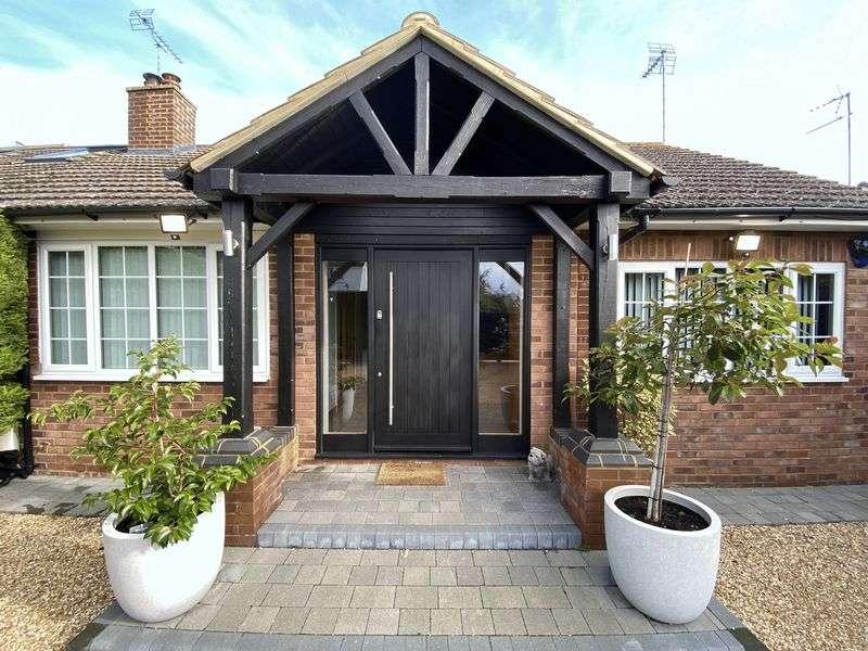 4 Bedrooms Property for sale in Dunstable Road, Tilsworth, Bedfordshire