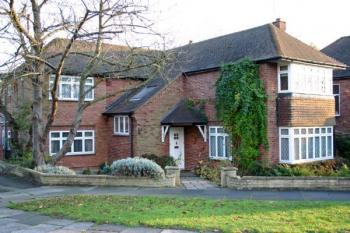 5 Bedrooms Detached House for sale in 1 Dearne Close, Stanmore