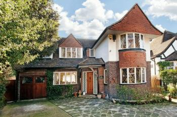 4 Bedrooms Detached House for sale in Cavendish Drive, Edgware