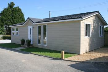 2 Bedrooms Detached Bungalow for sale in Golden Cross, Hailsham