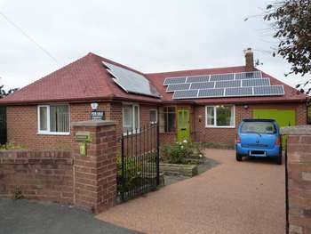 3 Bedrooms Detached Bungalow for sale in Smithy Hey, Wirral