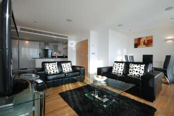 2 Bedrooms Apartment Flat for rent in Adriatic Apartments, Royal Docks, E16