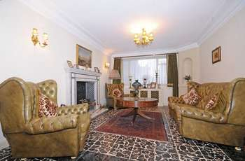 4 Bedrooms Detached House for sale in Chatsworth Road, W5