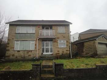 4 Bedrooms Detached House for sale in Toller Grove, Bradford