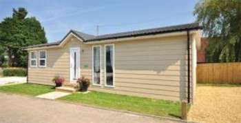 2 Bedrooms Mobile Home for sale in Golden Cross Park, Deanland Road, Golden Cross