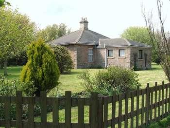 3 Bedrooms Detached Bungalow for sale in North Road, Berwick-Upon-Tweed