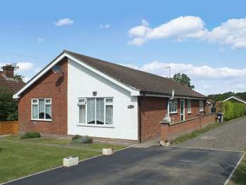 3 Bedrooms Detached Bungalow for sale in Gunby Road, Orby