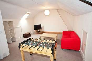 5 Bedrooms House for rent in Five Bedroom Flat, All Bills Included