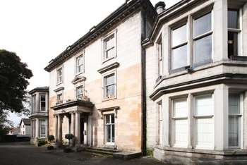 4 Bedrooms Flat for sale in Broomhead House, Off Pilmuir Street, Dunfermline, Fife, KY12 0PH