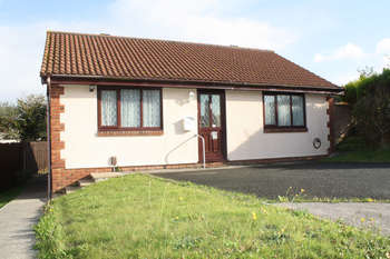 2 Bedrooms Detached Bungalow for sale in Coleman Drive, Staddiscombe
