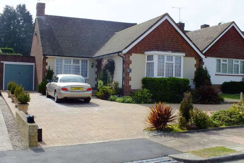 2 Bedrooms Detached Bungalow for sale in Haystoun Close, Eastbourne