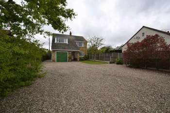 3 Bedrooms Detached House for sale in Point Clear Road, Clacton-On-Sea