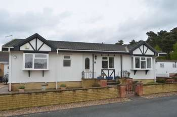 2 Bedrooms Detached Bungalow for sale in Kerries Walk, Parklands, Scunthorpe