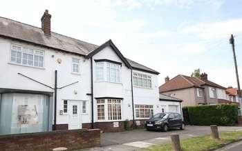 2 Bedrooms Flat for sale in Millersdale Road, Mossley Hill, Liverpool, L18