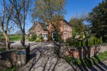 7 Bedrooms Detached House for sale in Gravenhunger Hall, Gravenhunger Lane, Woore