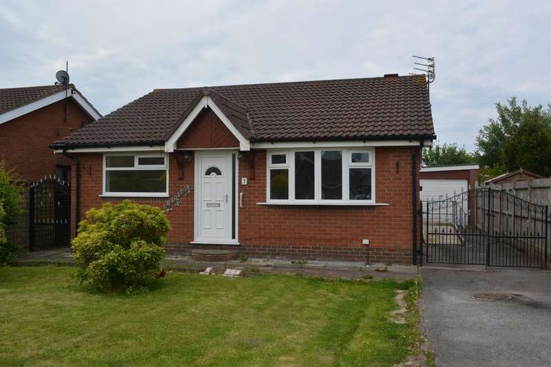 3 Bedrooms Detached House for sale in Dunbar Close, South Shore, Blackpool, FY4 5ND