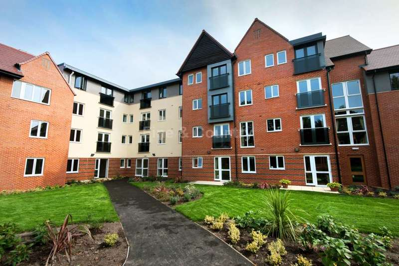 2 Bedrooms Retirement Property for sale in Brunlees Court, Cambridge Road, Southport