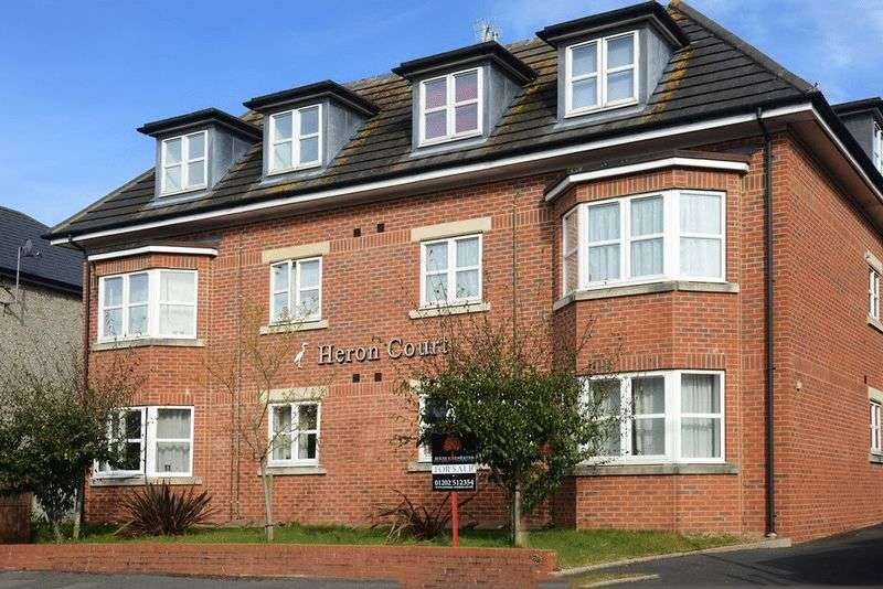 3 Bedrooms Flat for sale in St. Albans Road, Bournemouth