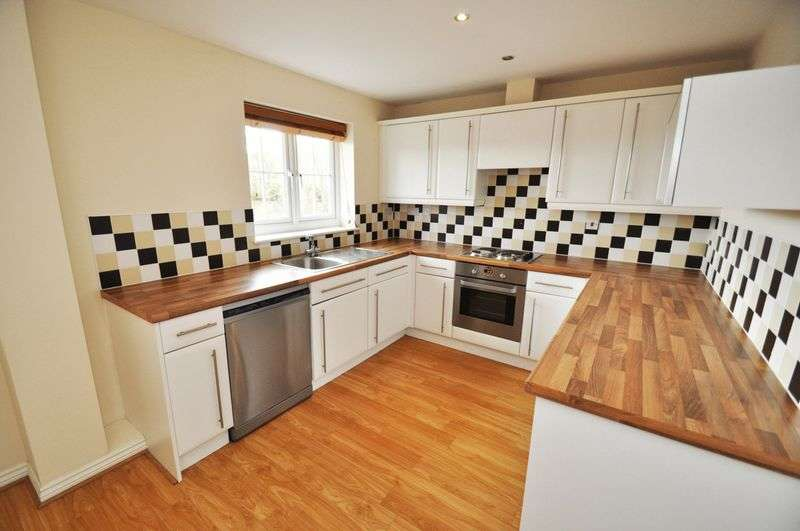 2 Bedrooms Flat for sale in Tingle View, Leeds