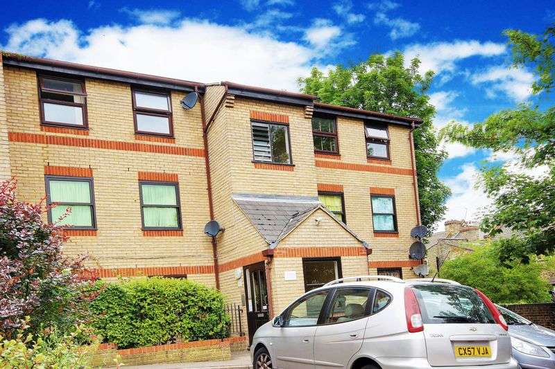 2 Bedrooms Flat for sale in Edmeston Close, London