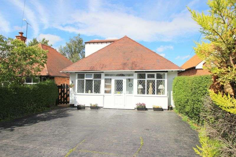 3 Bedrooms Detached Bungalow for sale in Alcester Road, Stratford-Upon-Avon