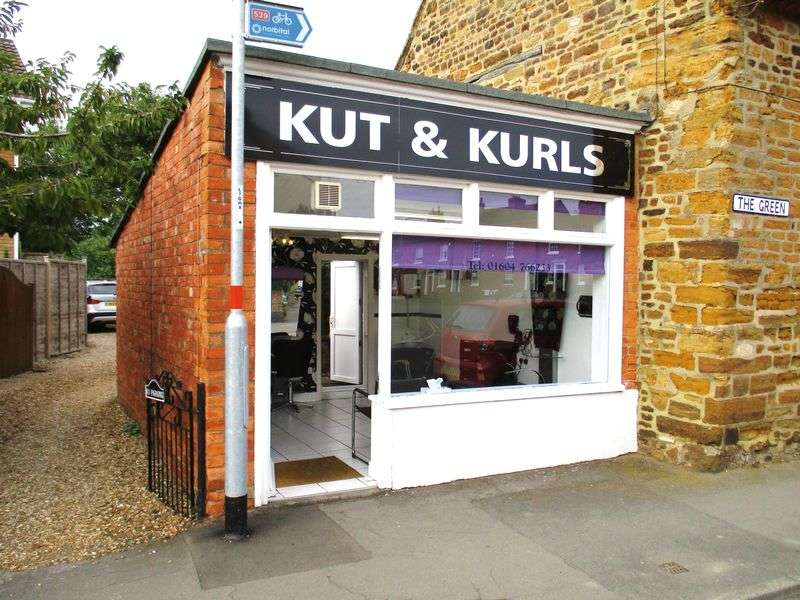 Property for sale in Beautifully presented Freehold Salon