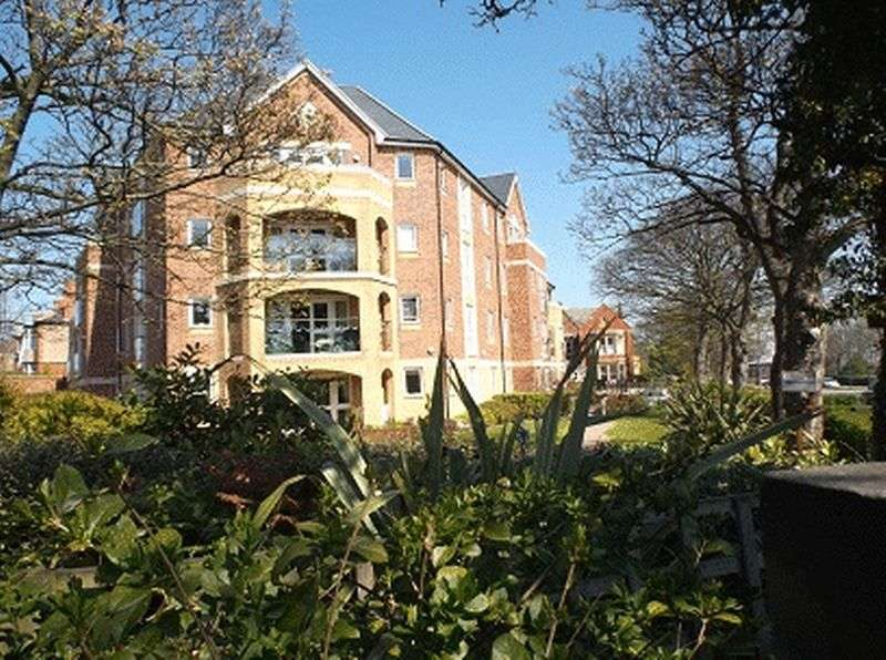1 Bedroom Flat for sale in Huntcliff Court, Glenside, Saltburn-By-The-Sea. TS12 1LL
