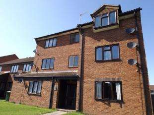 2 Bedrooms Flat for sale in Circuit Close, Willenhall, West Midlands